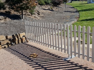 picket_fence_at_mayfield_garden