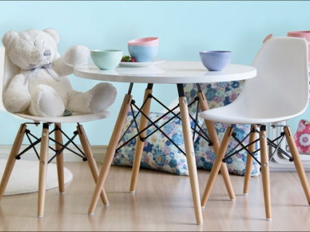 kids_table_and_chair_with_wooden_legs